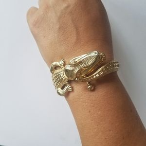 Vtg gold tone alligator crocodile clamper bracelet